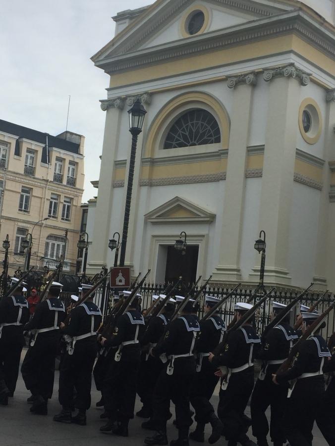 Défilé militaire devant la Cathédrale